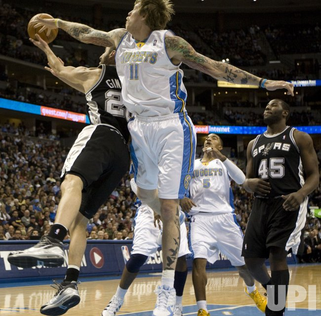 Nuggets Andersen Attempts Block on Spurs Ginobili in Denver
