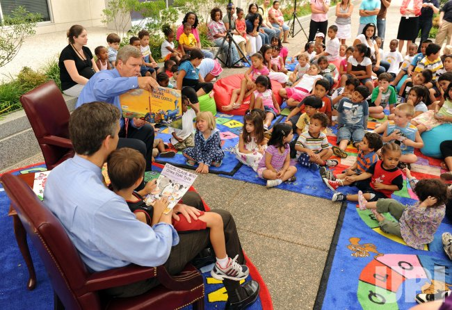Sec. Duncan, Sec. Vilsack read to children in Washington