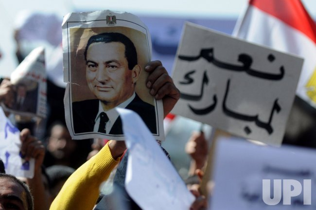 Mubarak Supporters Clash with Anti-Goverment Protesters in Cairo