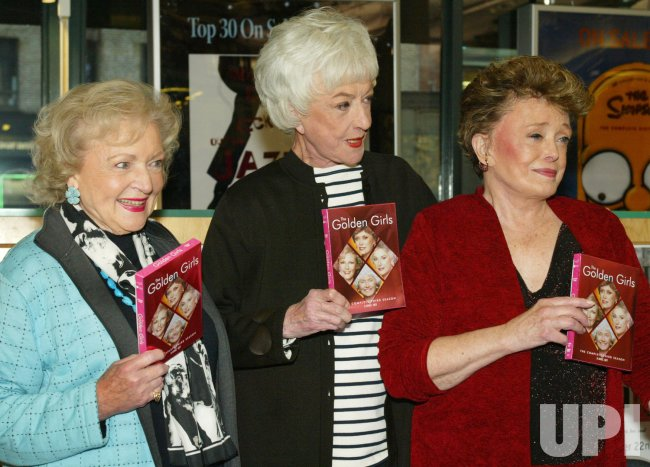 GOLDEN GIRLS' STARS SIGN NEWLY RELEASED DVD