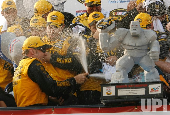 NASCAR NEIGHBORHOOD EXCELLENCE 400 AT DOVER INTERNATIONAL SPEEDWAY