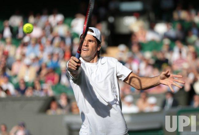 Tommy Haas returnsin his match against Novak Djokovic