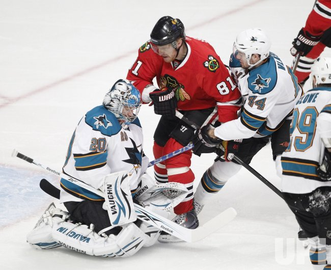 Sharks Nabokov saves Blackhawks Hossa's shot in Chicago