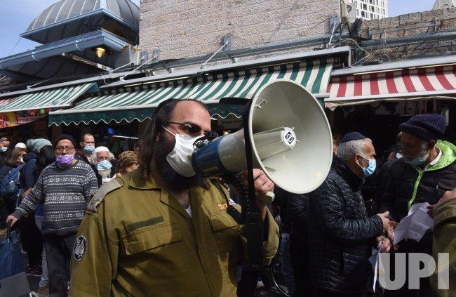 An Israeli Soldier Calls People To Take The Pfizer-Biotech Coronavirus Vaccine In Jerusalem