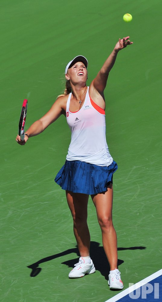 Top seed Caroline Wozniacki loses in second round at 2011 Rogers Cup in Toronto