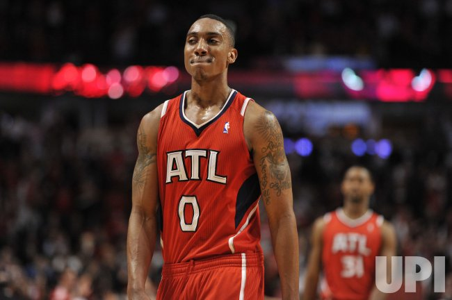 Hawks Teague walks off floor against Bulls in Chicago