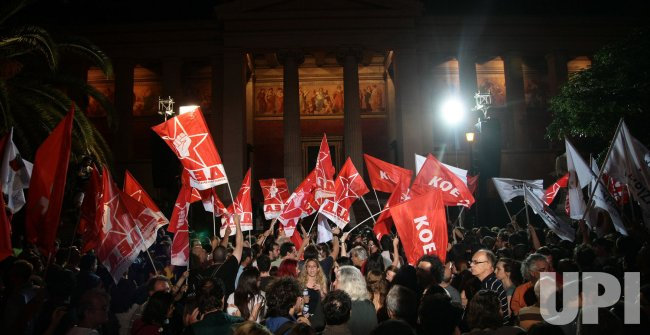 Greek citizens celebrate the Syriza party result in today's Greek election