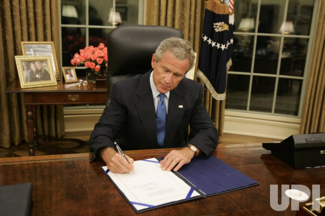 PRESIDENT BUSH SIGNS HURRICANE RELIEF LEGISLATION