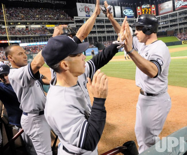 New York Yankees' Mark Teixeira ties the game