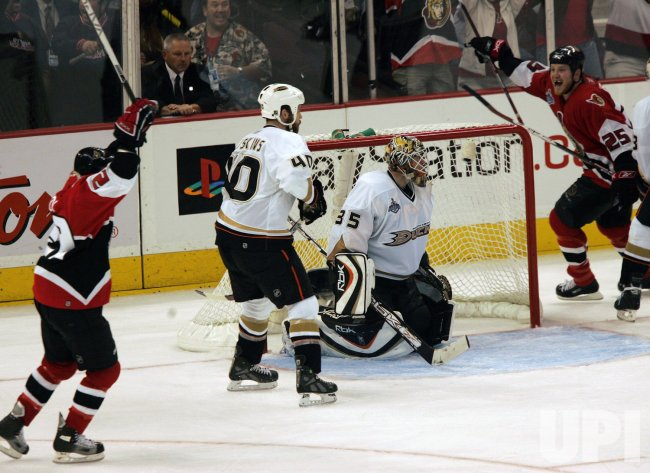 2007 STANLEY CUP FINALS GAME THREE ANAHEIM DUCKS VS OTTAWA SENATORS