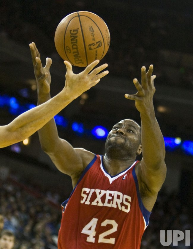 76ers Elton Brand grabs a rebound against the Golden State Warriors in Oakland, California