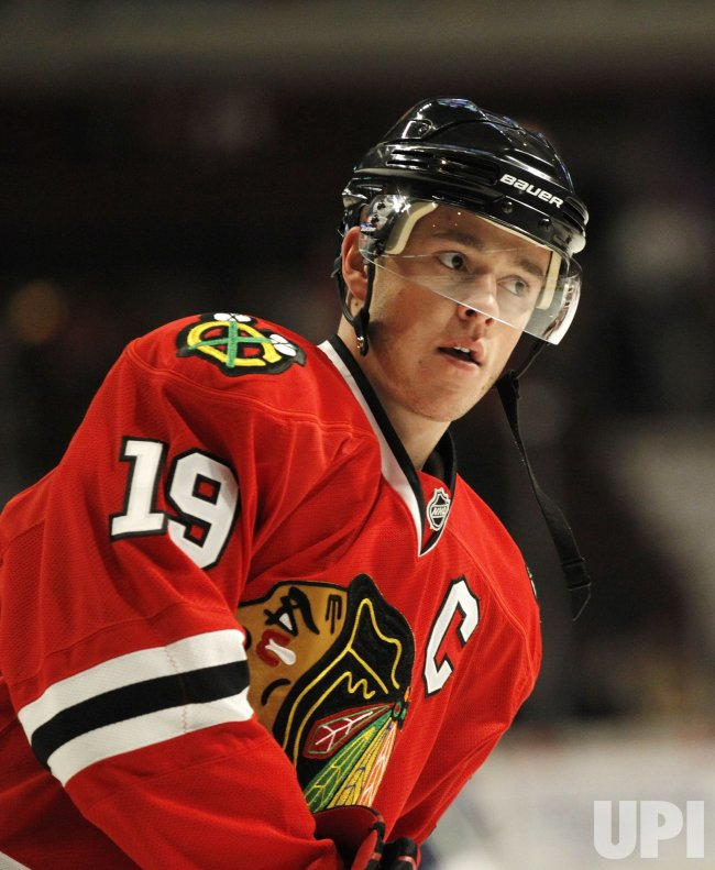 Blackhawks Toews warms up in Chicago