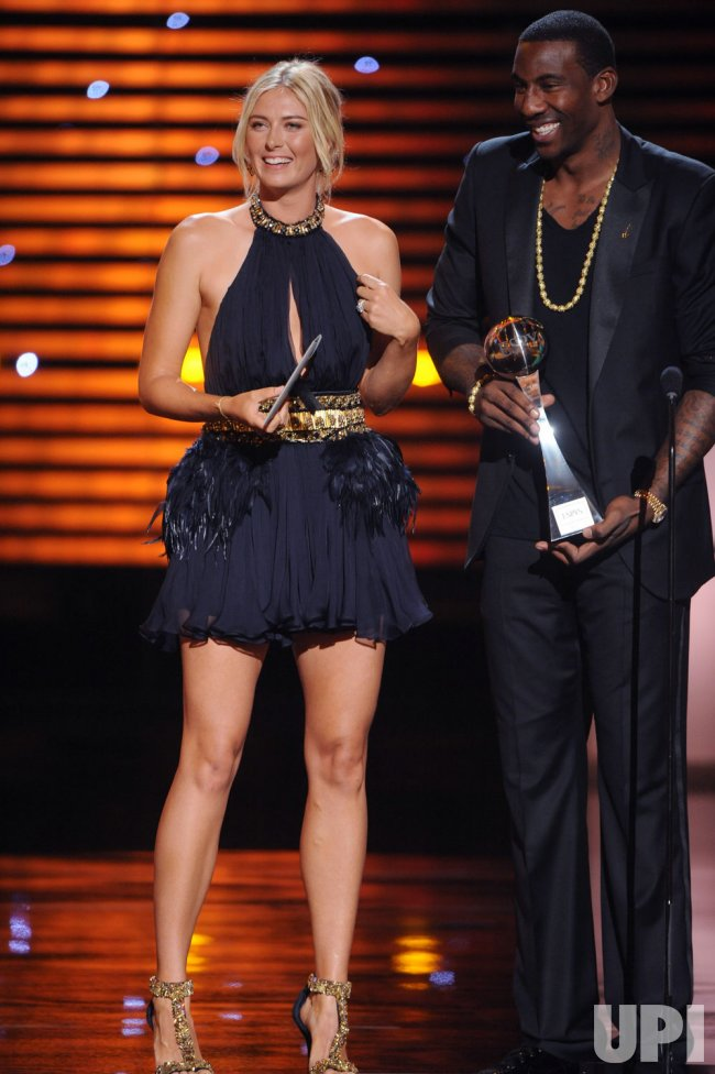 Maria Sharapova and Amare Stoudemire present the award for Best Upset at the ESPY Awards in Los Angeles