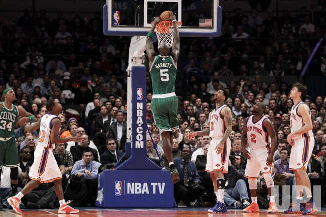 New York Knicks Toney Douglas, Wilson Chandler, Raymond Felton and Danilo Gallinari watch Boston Celtics Kevin Garnett dunk at Madison Square Garden in New York