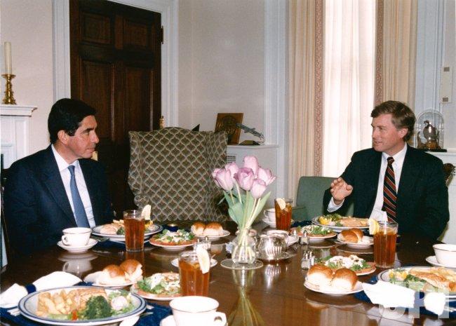 U.S. Vice President Dan Quayle has lunch with Costa Rican President Oscar Arias