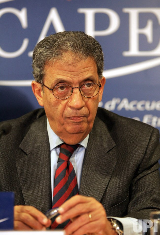 Arab League SG Amr Moussa press conference in Paris