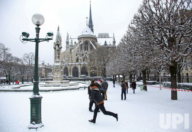 Snow blankets Paris