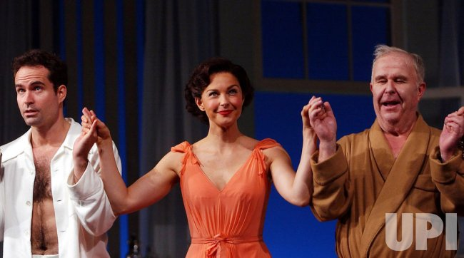 "TENNESSEE WILLIAMS PLAY ""CAT ON A HOT TIN ROOF"" OPENS ON BROADWAY"