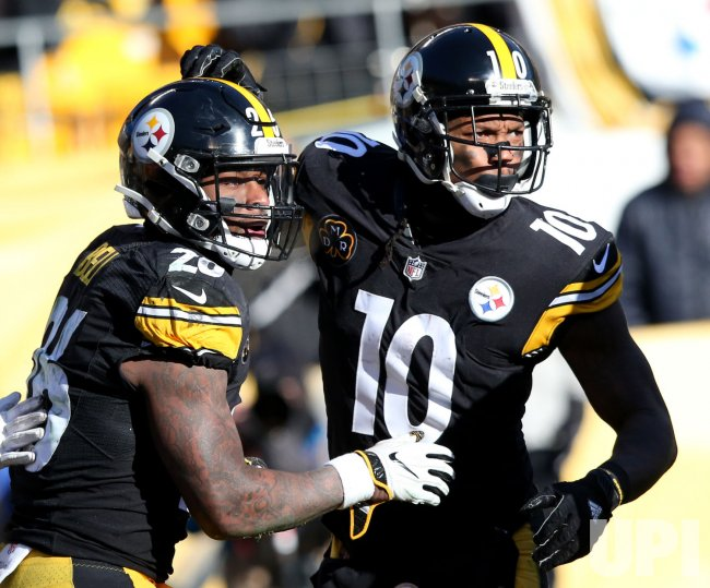 Pittsburgh Steelers Martavis Bryant congratulated after touchdown
