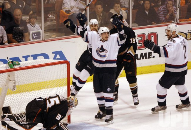 VANCOUVER CANUCKS VS ANAHEIM DUCKS WESTERN CONFERENCE SEMIFINALS