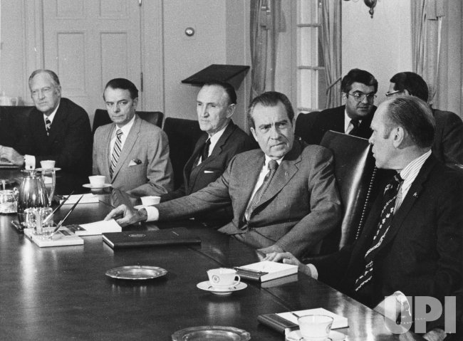 Pres. Nixon briefs Congressional leaders about his upcoming trip to Moscow
