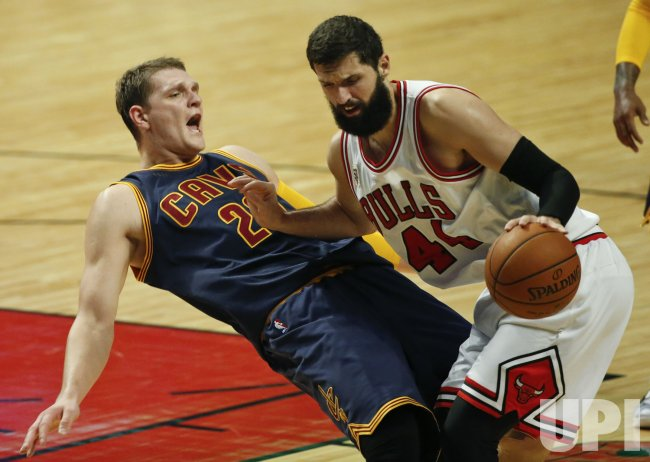 Bulls play Cavaliers in Chicago
