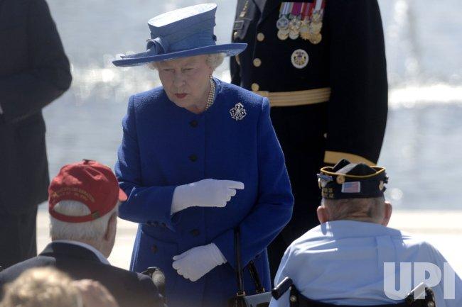 QUEEN ELIZABETH II VISITS WWII MEMORIAL IN WASHINGTON