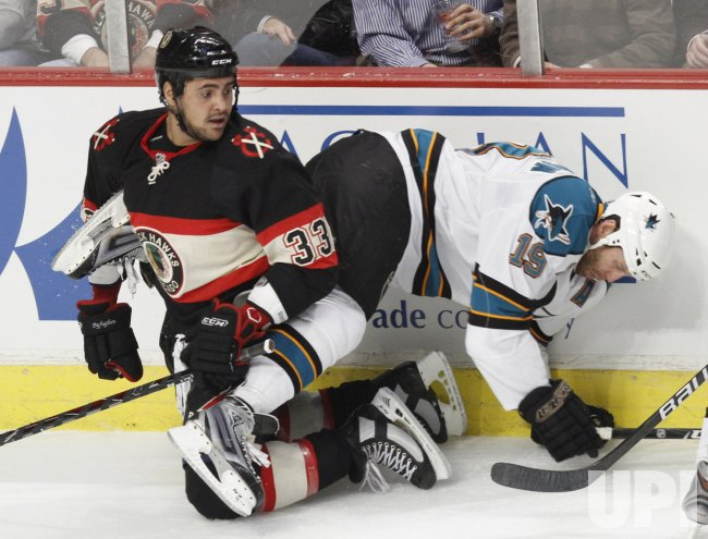 Blackhawks' Byfuglien and Sharks' Thornton crash boards in Chicago