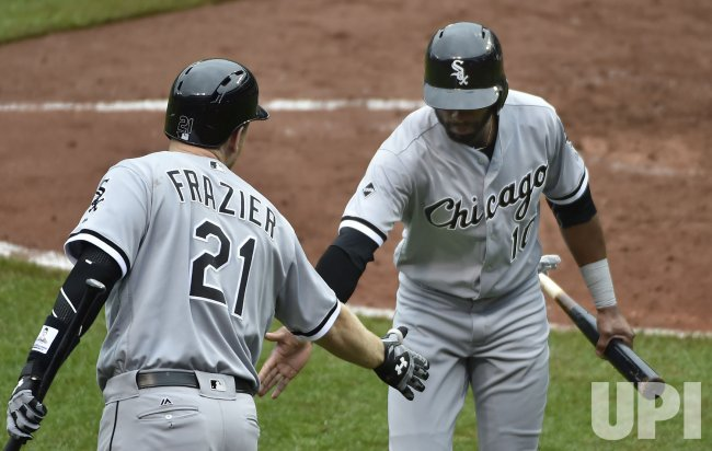 White Sox Austin Jackson is congratulated by Todd Frazier after scoring against the Orioles