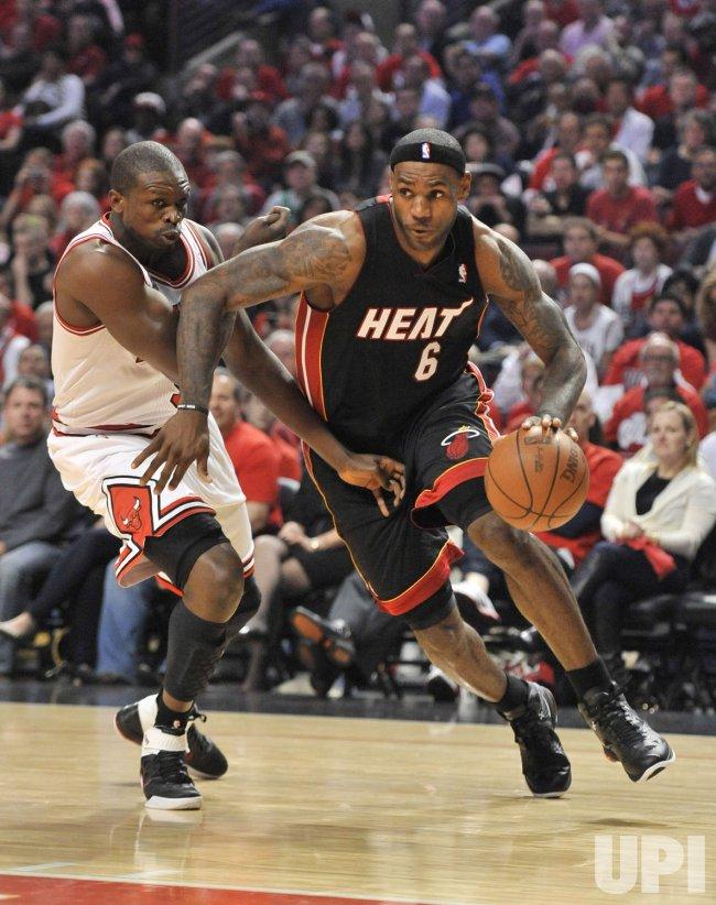 Heat's James drives on Bulls' Deng in Chicago