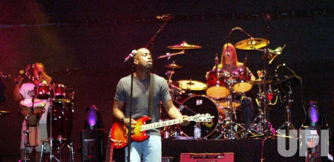 Hootie and the Blowfish in concert