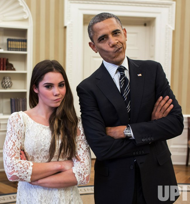 Obama and Maroney pose in the Oval Office