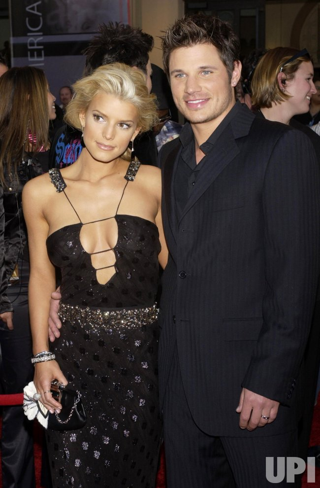 JESSICA SIMPSON AND NICK LACHEY ARRIVE FOR AMERICAN MUSIC AWARDS