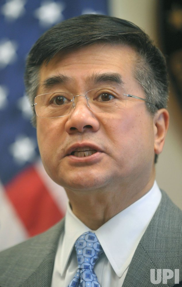 Commerce Secretary Gary Locke speaks on green technology in Washington