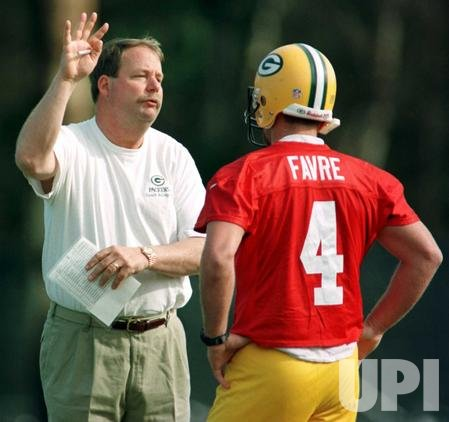 Green Bay Packers head coach Mike Holmgren talks with QB Brett Favre