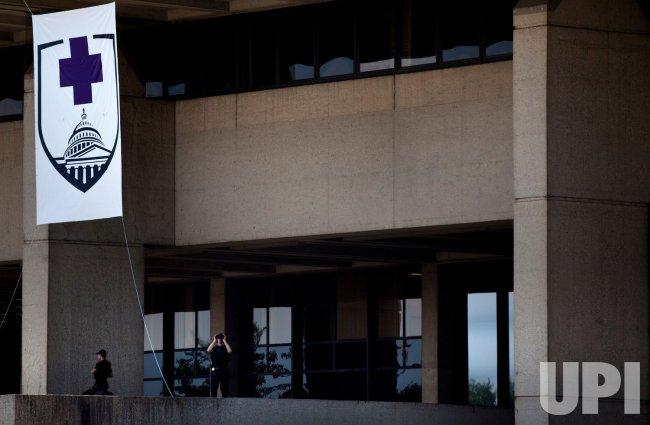 President Obama visits Walter Reed Army Medical Center in Washington