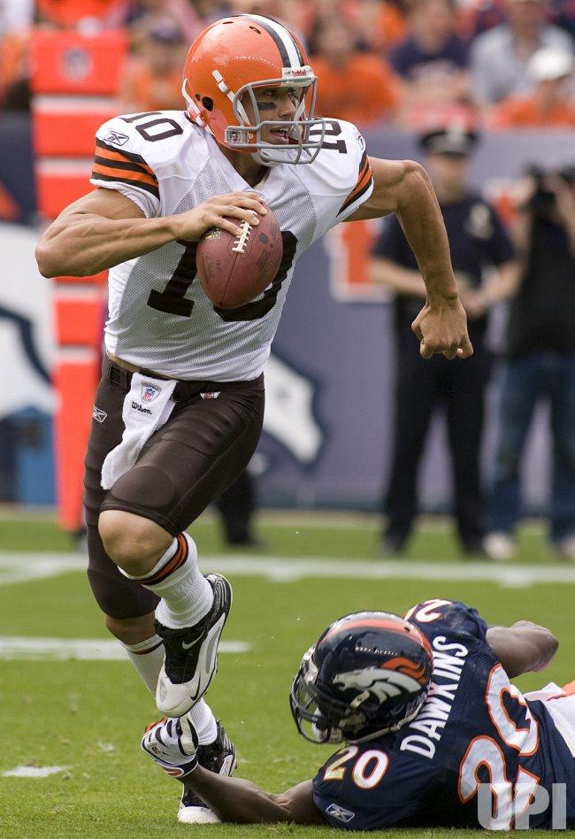 Browns Quinn Escapes Sack Against Broncos Dawkins in Denver
