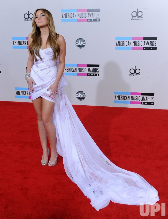 Miley Cyrus arrives at the 2010 American Music Awards in Los Angeles