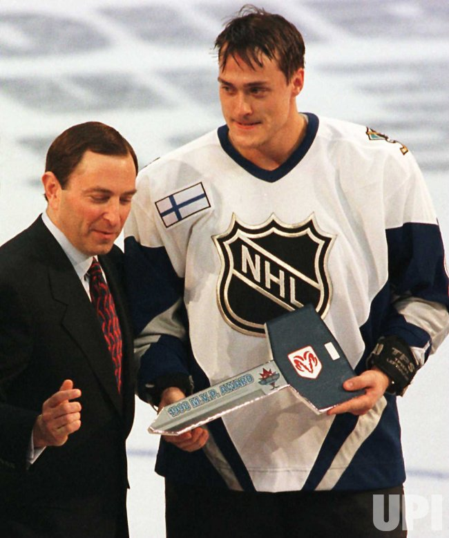 Finlands Teemu Selanne of the Anaheim Mighty Ducks playing for the World All-Star Team receives MVP