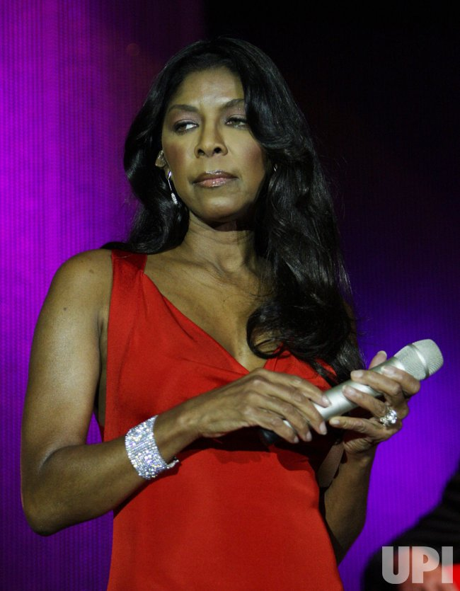Natalie Cole performs in St. Louis