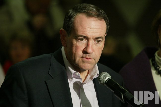 Mike Huckabee campaigns in Iowa