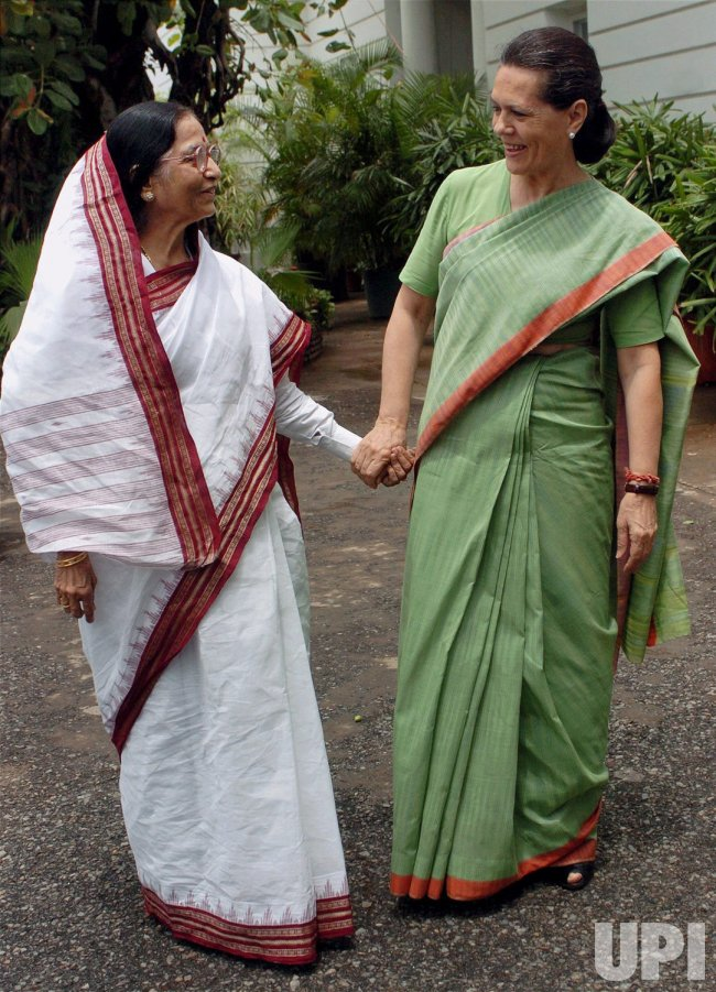 PRATHIBA PATIL WITH SONIA IN NEW DELHI