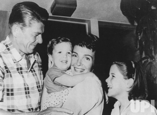 RONALD REAGAN WITH HIS WIFE NANCY AND YOUNG CHILDREN RON AND PATTI
