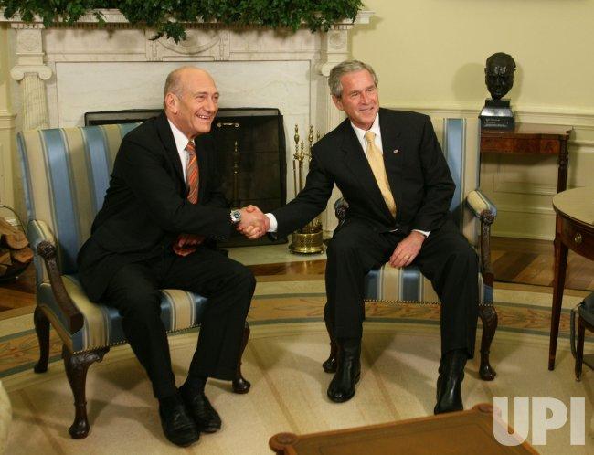 Bush meets with Israeli PM Olmert in Washington