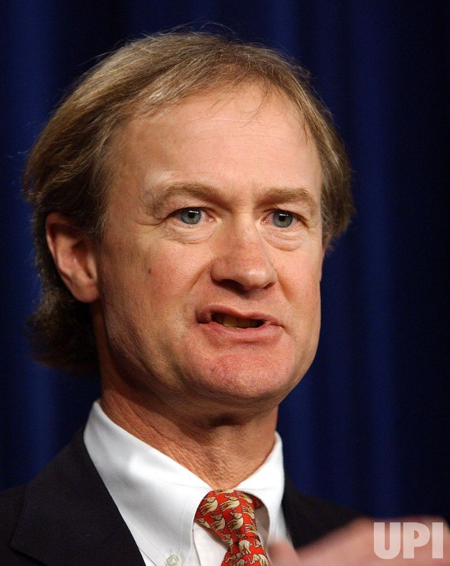 Sen. Feinstein, Chafee call for freeze on top tax rate