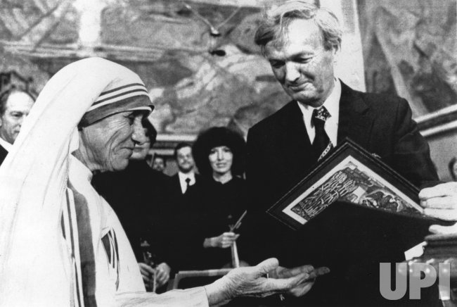 Mother Teresa receives the 1979 Nobel Peace Prize in Oslo