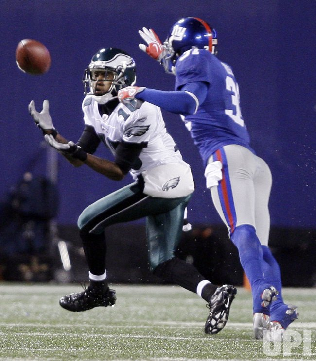 Philadelphia Eagles DeSean Jackson catches a 60 yard touchdown in the third quarter against the New York Giants at Giants Stadium