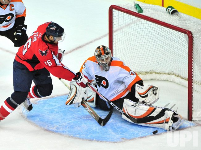 Flyers goalie Sergel Bobrovsky blocks a shot from Capitals' Eric Fehr in Washington