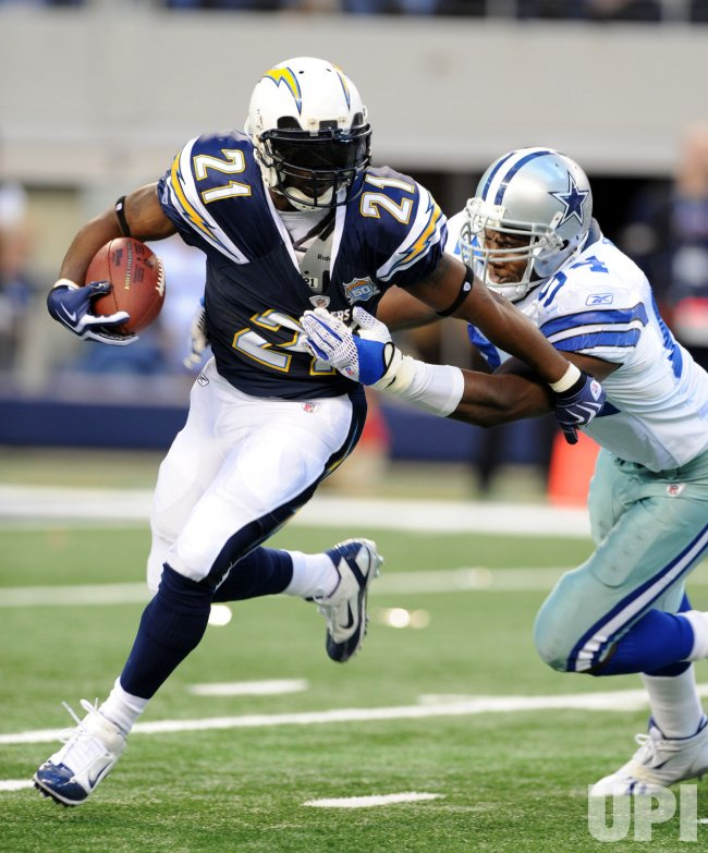 Cowboys Ware tries to wrap up Chargers Tomlinson