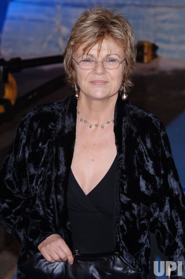 "ACTRESS JULIE WALTERS AT ""THE CHRONICLES OF NARNIA"" WORLD PREMIERE"
